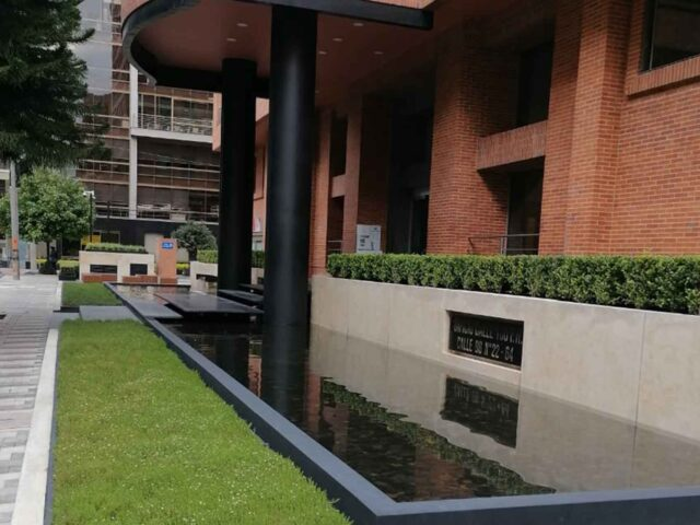 https://edificiocalle100.com.co/wp-content/uploads/2021/02/edificio-calle-100-entrada-640x480.jpg