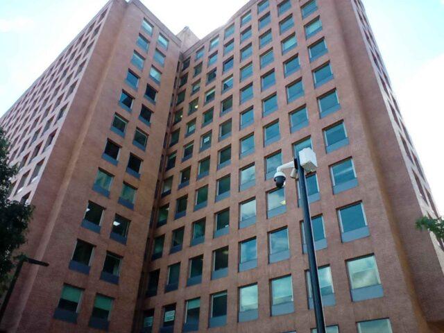 https://edificiocalle100.com.co/wp-content/uploads/2021/02/edificio-calle-100-ventanas-640x480.jpg